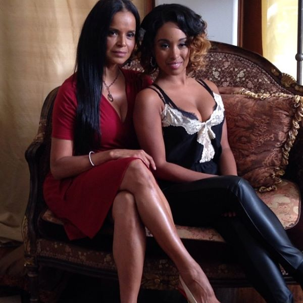 "Former ""The Young and The Restless"" stars  Victoria Rowell and Davetta Sherwood reunite on the set of horror flick ""The Mirror."""